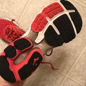 Mizuno Shoes - Red Mizuno waveriders size 8.5